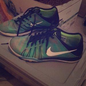 Women's Nike free tr 6 sneakers